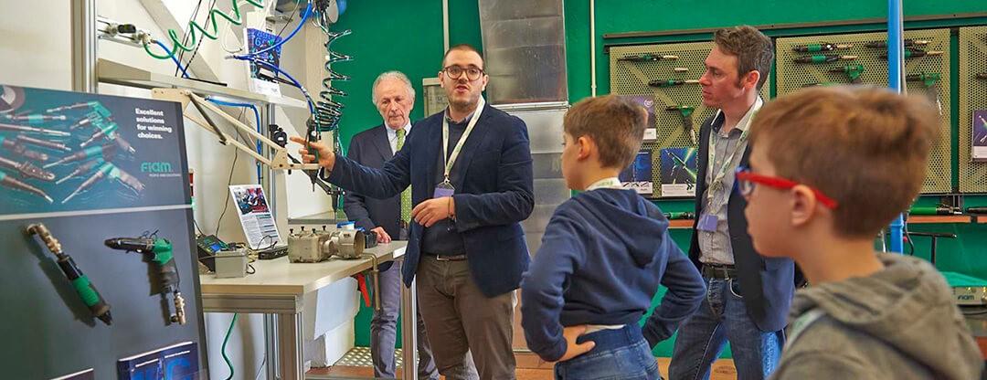 Fiam Open House se llena de visitantes para descubrir el mundo de los tornillos